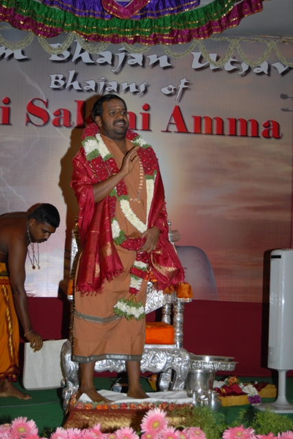 Beloved Amma blesses the gathering