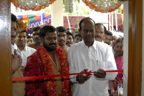 Minister cuts the ribbon to open the Vaidhya Salai