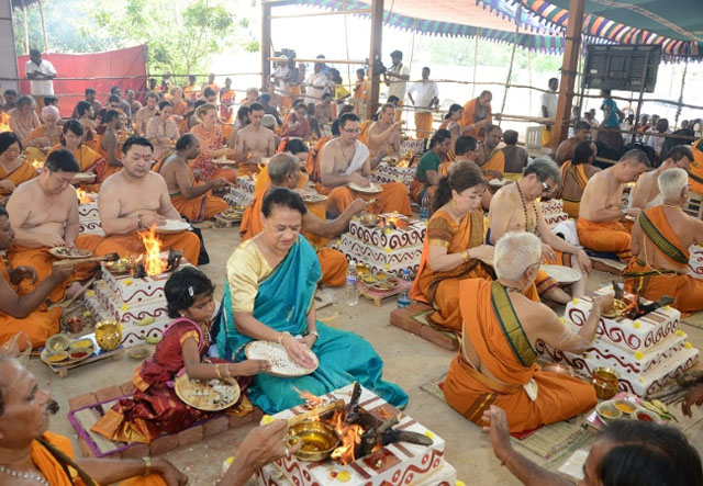Many Overseas devotees also participate in the 108 Sri Suktham Homams
