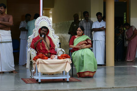 6 -Amma speaks to the Audience