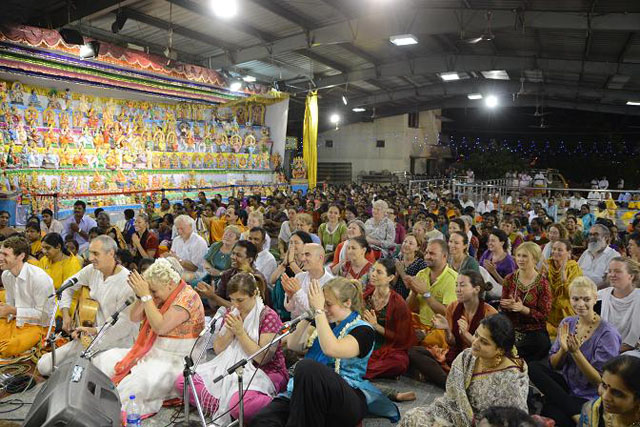 Devotees take the blessings of Beloved Sri Sakthi Amma