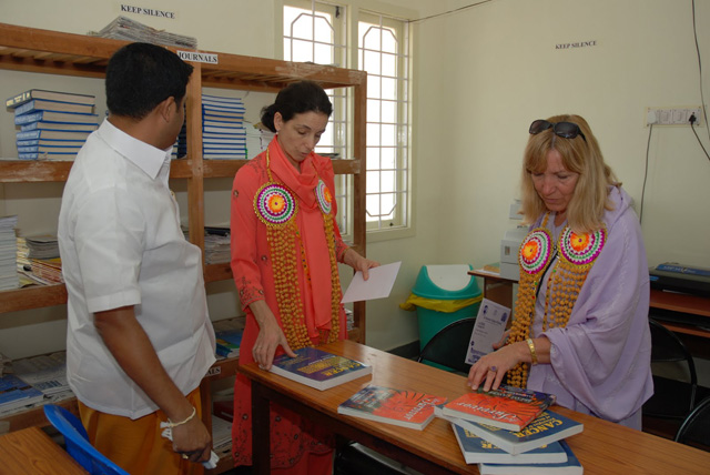 Shri N. Balaji Director of the SNH&RC gives a tour of the nursing library to Dr. Mimi and Rouni