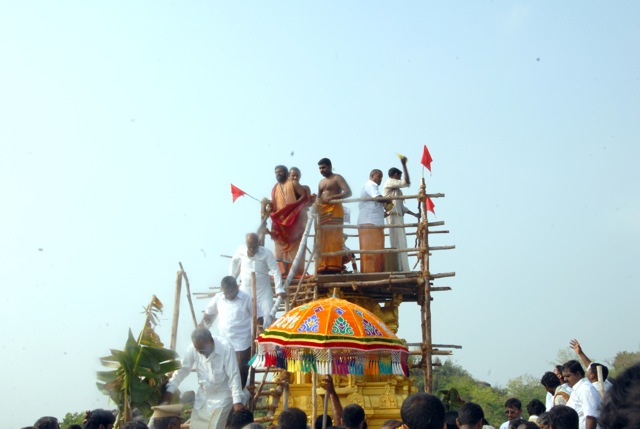 Sri Sakthi Amma descend from the top of the temple