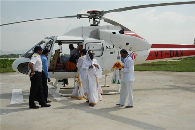 Guruji gets down from the helicopter