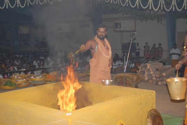Sri Sakthi Amma adds the ghee to the fire