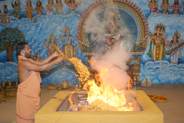Sri Sakthi Amma adds the offerings to the fire