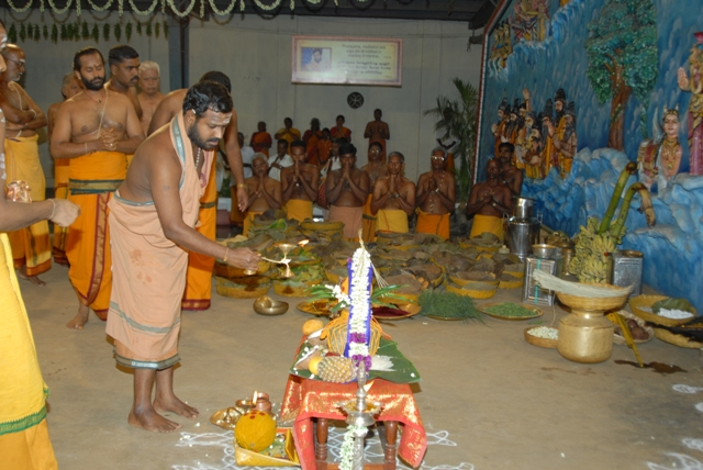 Sri Sakthi Amma performs the puja before starting the yagam