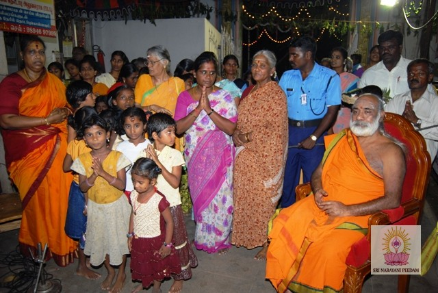 Devotees witness the Yagam