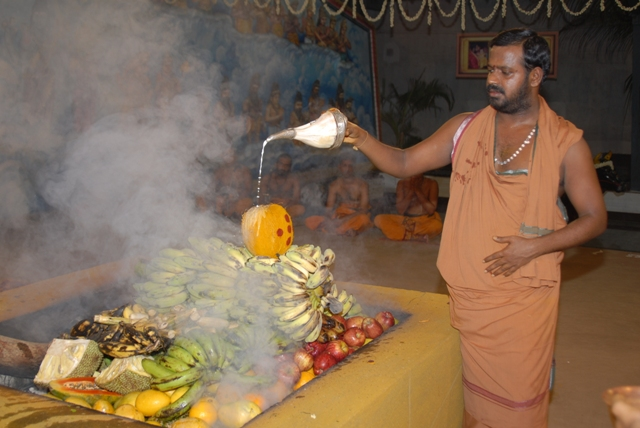 Sri Sakthi Amma offers the water