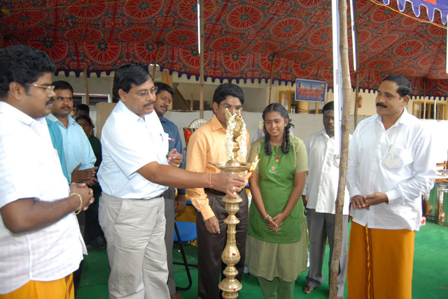 Chief Guest lights the lamp