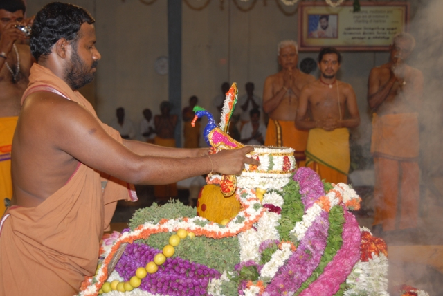Sri Sakthi Amma puts on the crown