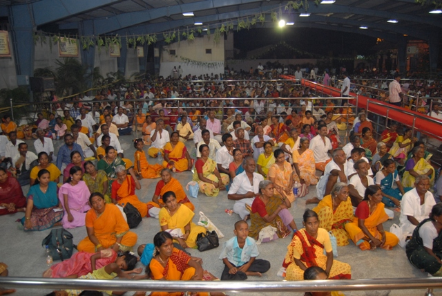 The congregation of devotees witness the yagam