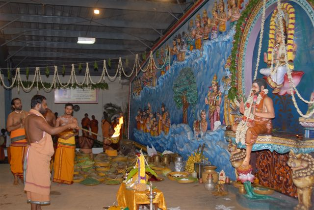 Sri Sakthi Amma performs arathi