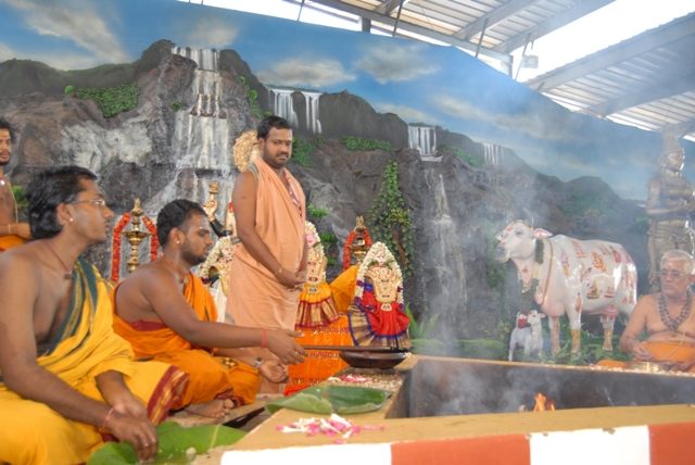 Beloved Amma oversees the homam