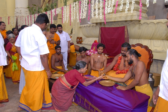 Devotees receive Amma's blessings