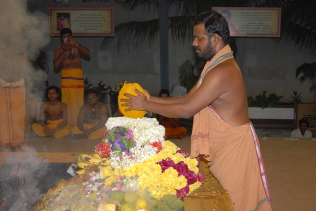 Sri Sakthi Amma adds the coconut to the fire