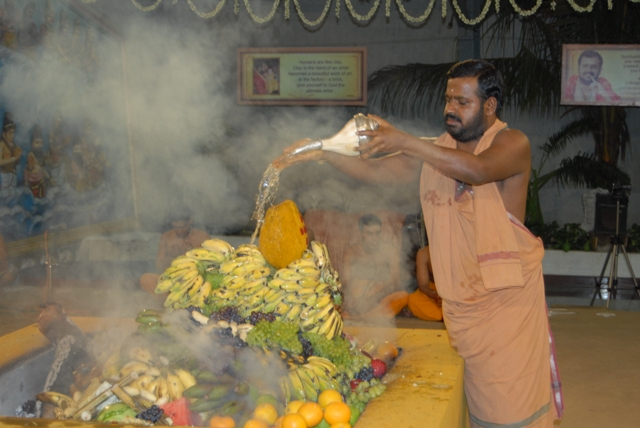Sri Sakthi Amma adds holy water into the fire