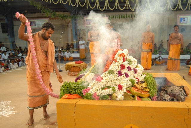 Sri Sakthi Amma adds the beautiful garlands