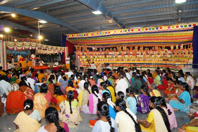 Crowd entertained by Beloved Amma