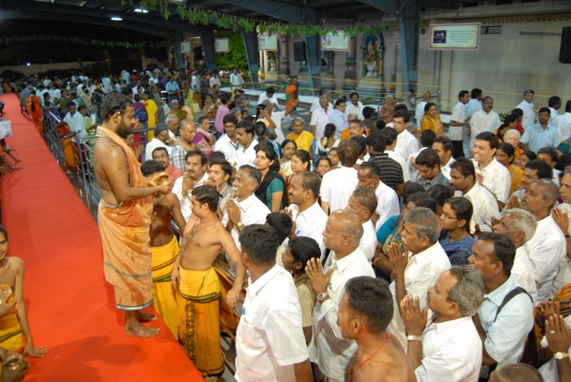Sri Sakthi Amma sprinkles the holy water on the devotees after the yagam