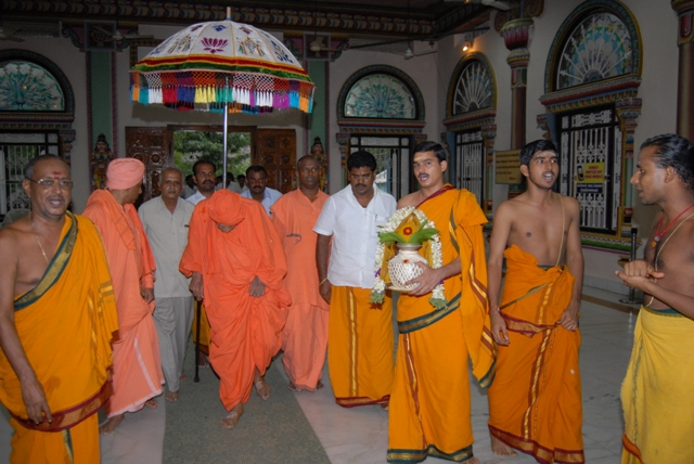 Priests chant as Swamiji walks to meet with Beloved Amma