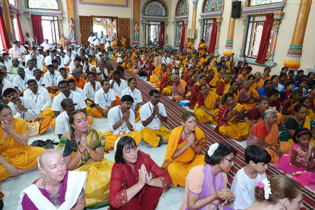 A large gathering of devotees for the Dheeksha initiation and to receive Amma's blessings