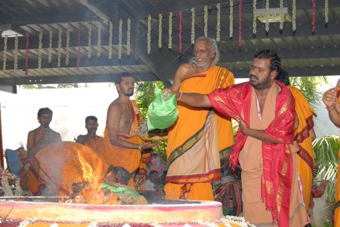 Sri Sakthi Amma adds an offering to the Yagam