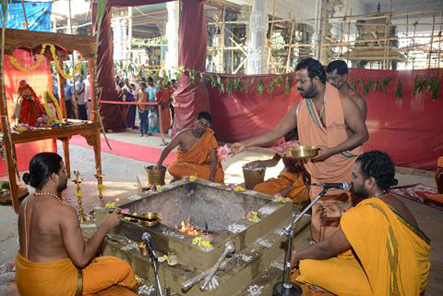 Sri Sakthi Amma adds an offering into the Homam