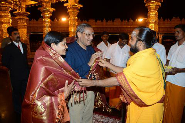 Chief Justice Shri Narendra Kumar Jain receives a very warm welcome at the Sripuram