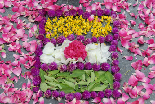Symbol of the indian flag done with flowers