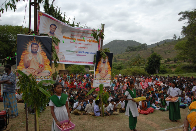 Students welcome Sri Sakthi Amma