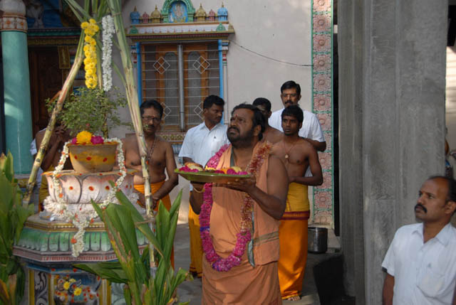 Sri Sakthi Amma performs the Surya Puja