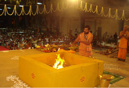 Amma offers ghee to the fire
