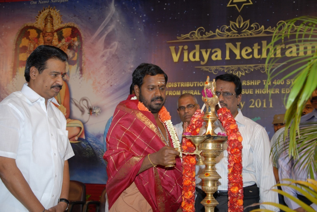 Beloved Amma lights the Kuthuvilakku lamp to inaugurate the function