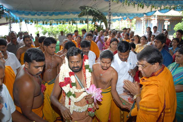 Beloved Amma arrives at the Yagashala