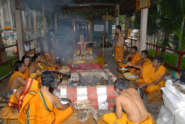 Maha Ganapathi Homam and Vedic chants by the temple priests