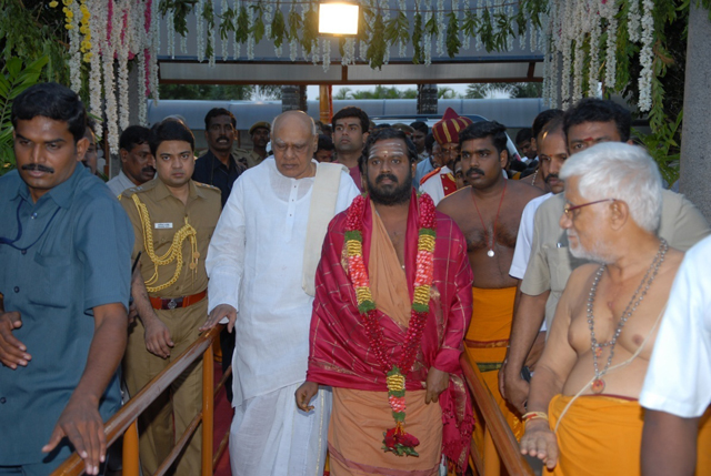 The Chief Guest and Sri Sakthi Amma arrive at the Sripuram