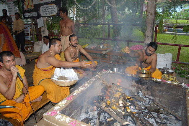 Atharvana Veda Homam conducted by the Temple Priests