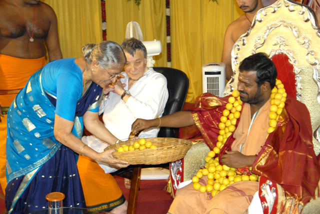 Sri Sakthi Amma receives a garland from the Principal of the Sri Narayani College of Nursing