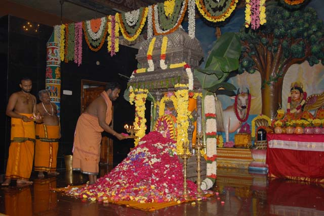 Sri Sakthi Amma performs the Maha Aarathi to Mangala Narayani