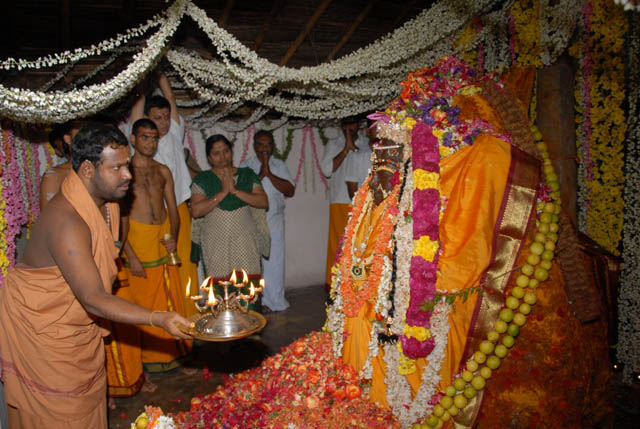 Beloved Amma performs the arathi at the Puthu