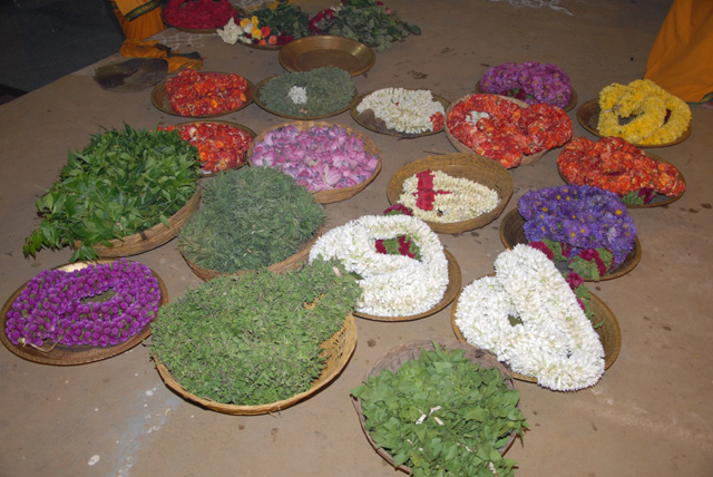 Various types of garlands for the Yagam