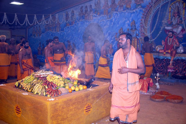 Sri Sakthi Amma conducts the yagam