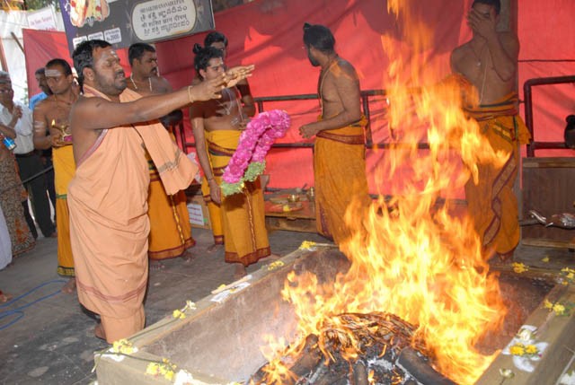 Sri Sakthi offers the garland into the fire
