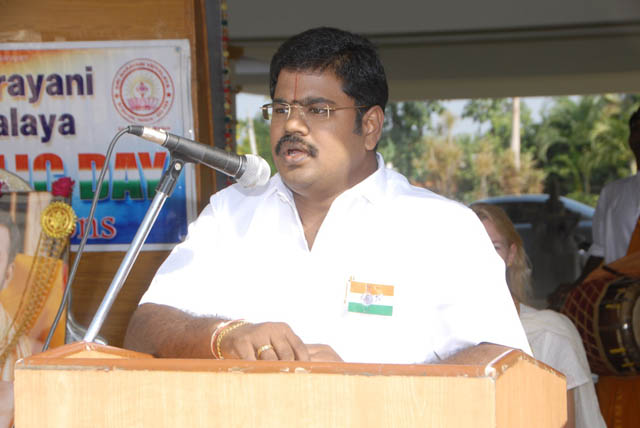 Shri Suresh Babu addresses the gathering