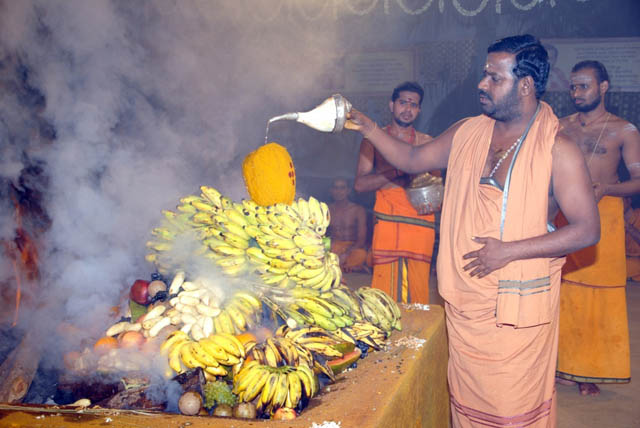 Sri Sakthi Amma does the abhishekam