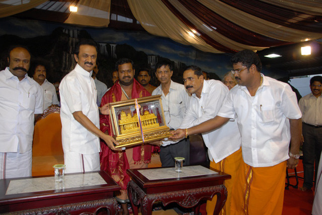 A memento being presented to the Honourable Deputy Chief Minister