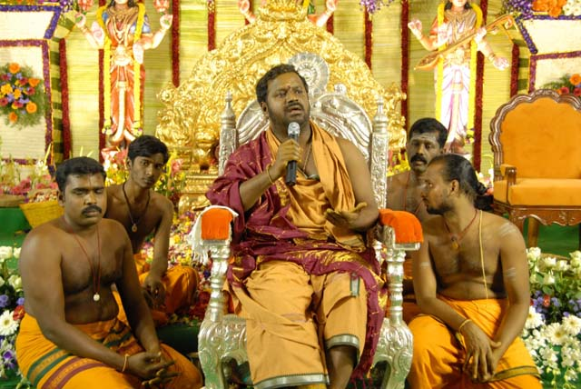 Sri Sakthi Amma gives a discourse