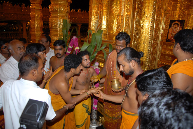Beloved Amma gives Theertham