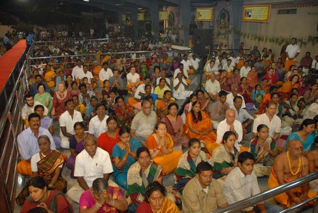 Large gathering of devotees witness the Yagam